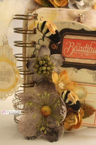 Denise_hahn_petaloo_authentique_mini_album - 05-imp