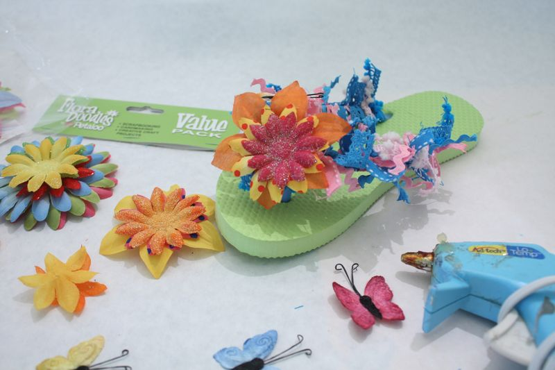Denise_hahn_petaloo_kid_friendly_craft_summer_flip_flops - 10