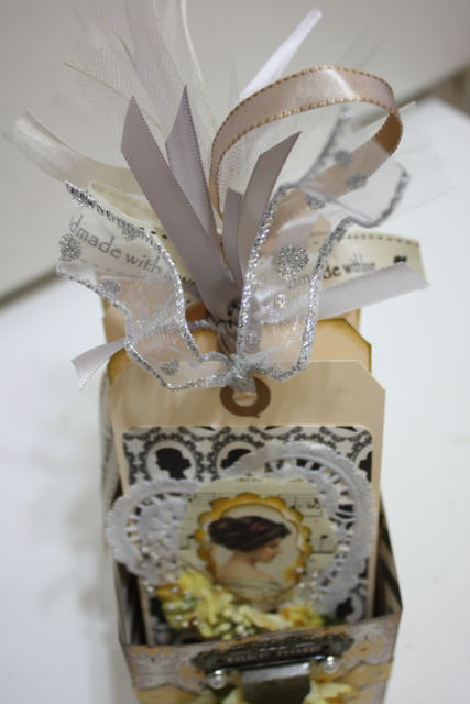 Denise_hahn_petaloo_authentique_gift_tag_box - 32