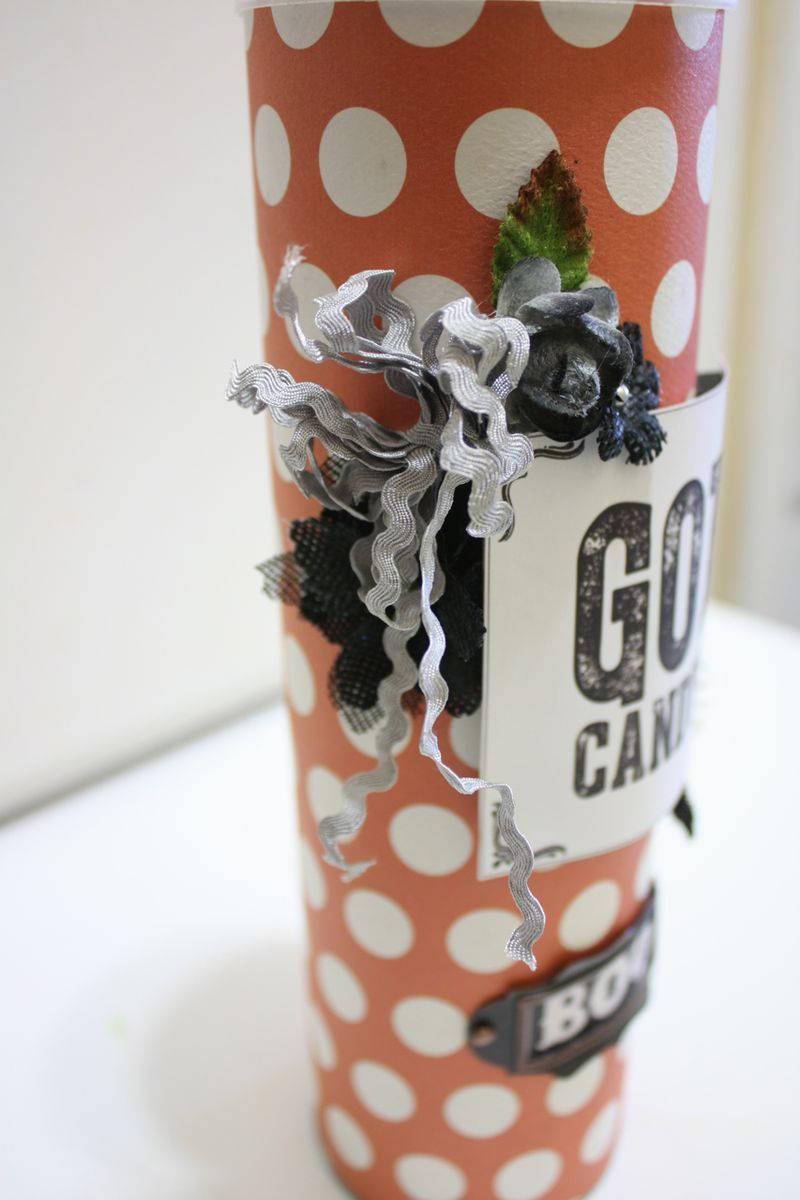 Denise_hahn_petaloo_authentique_spirited_altered_pringle_candy_container-4